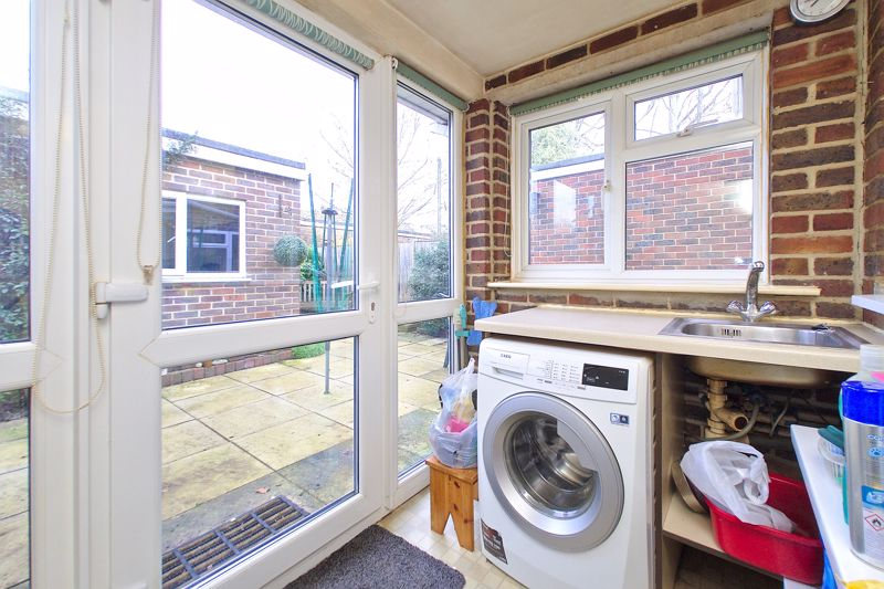 3 bed house for sale in Old Cottage Close, Chichester  - Property Image 9