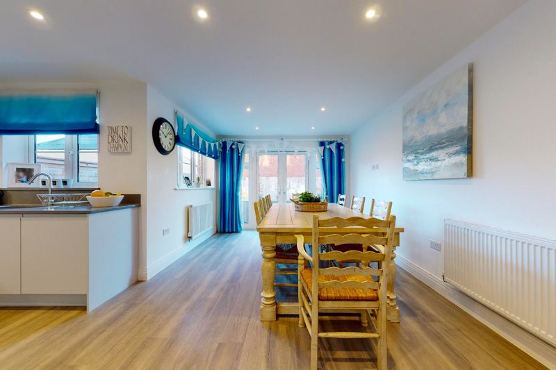 4 bed house for sale in Kingfisher Gardens, Chichester  - Property Image 10