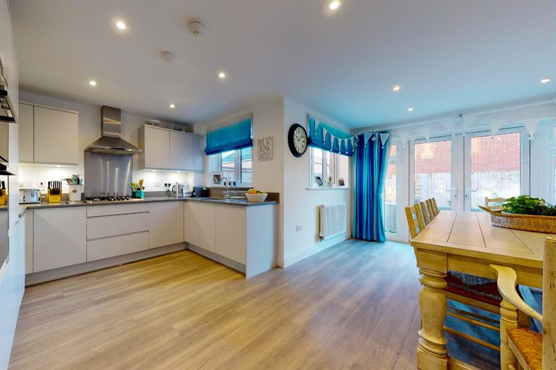 4 bed house for sale in Kingfisher Gardens, Chichester  - Property Image 3