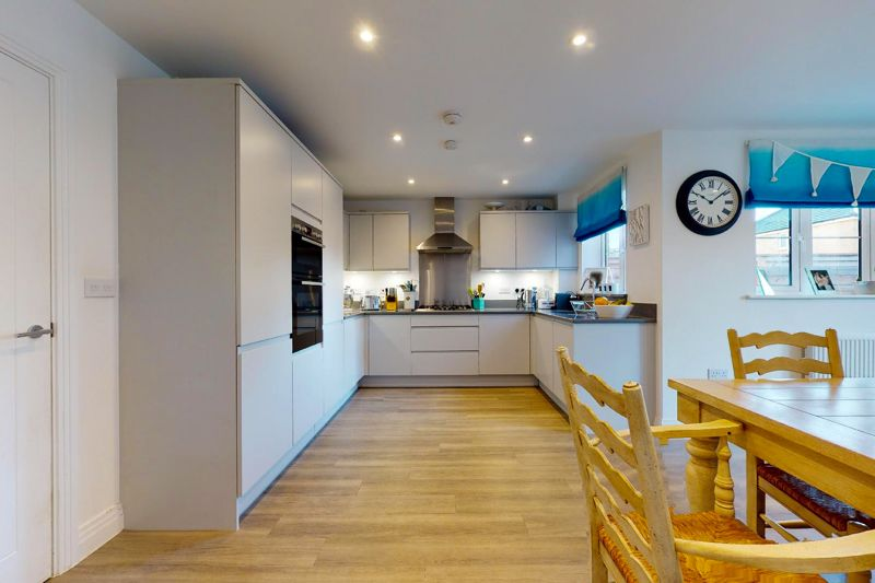 4 bed house for sale in Kingfisher Gardens, Chichester  - Property Image 15
