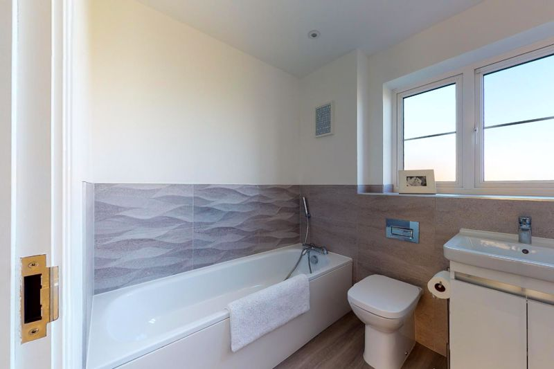 4 bed house for sale in Kingfisher Gardens, Chichester  - Property Image 8