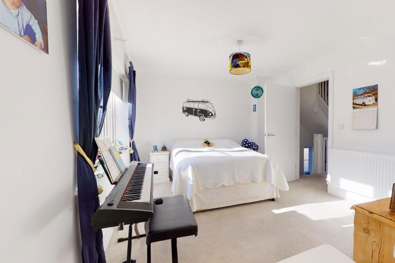 4 bed house for sale in Kingfisher Gardens, Chichester  - Property Image 13