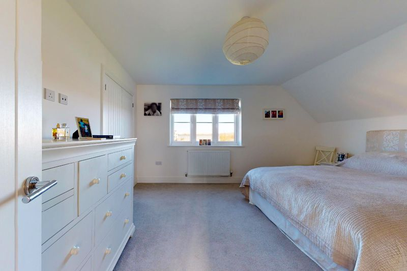 4 bed house for sale in Kingfisher Gardens, Chichester  - Property Image 14