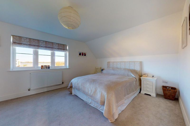4 bed house for sale in Kingfisher Gardens, Chichester 5