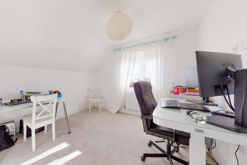 4 bed house for sale in Kingfisher Gardens, Chichester  - Property Image 9