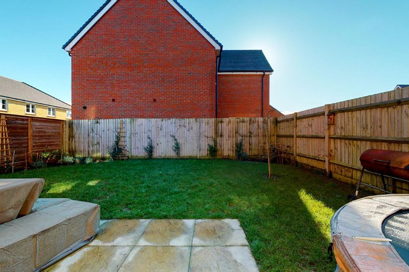 4 bed house for sale in Kingfisher Gardens, Chichester  - Property Image 5