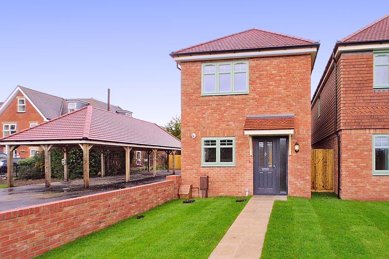 2 bed house for sale in Cutmill View, Chichester - Property Image 1