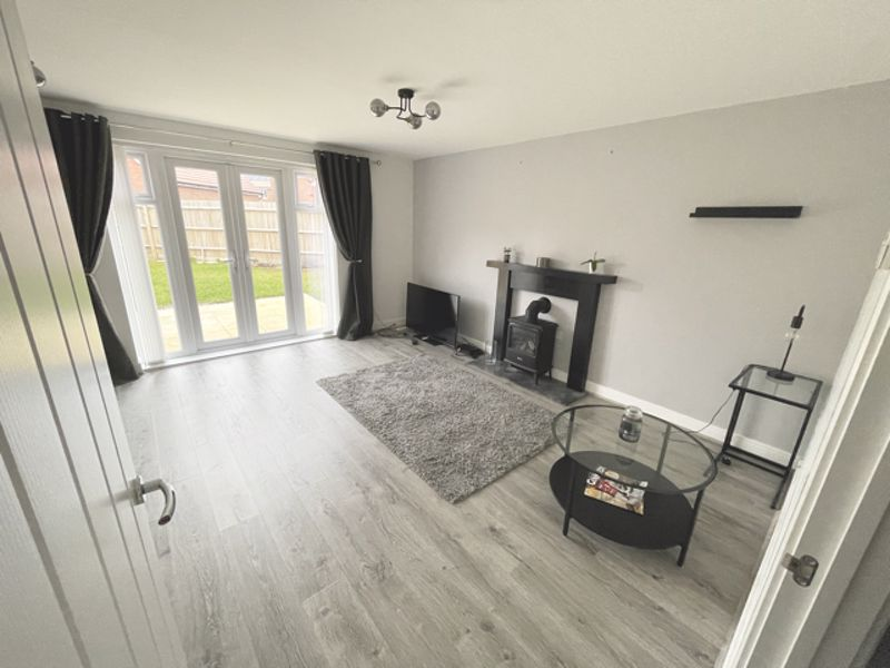 3 bed house for sale in Squires Grove, Chichester 1