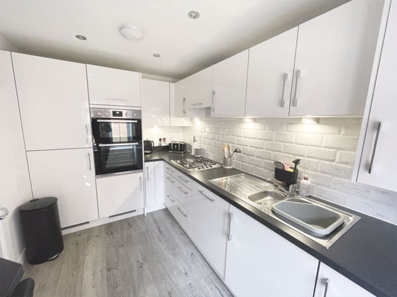 3 bed house for sale in Squires Grove, Chichester 6