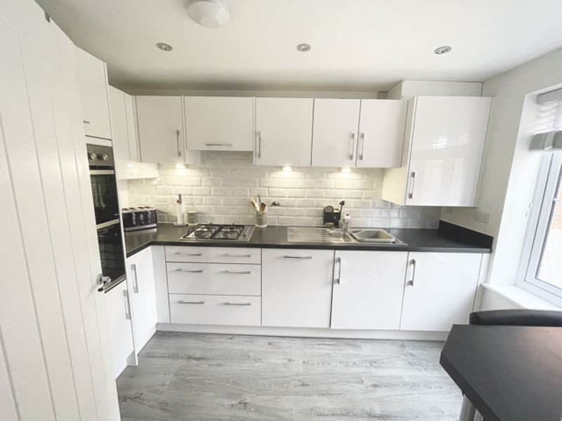 3 bed house for sale in Squires Grove, Chichester  - Property Image 3