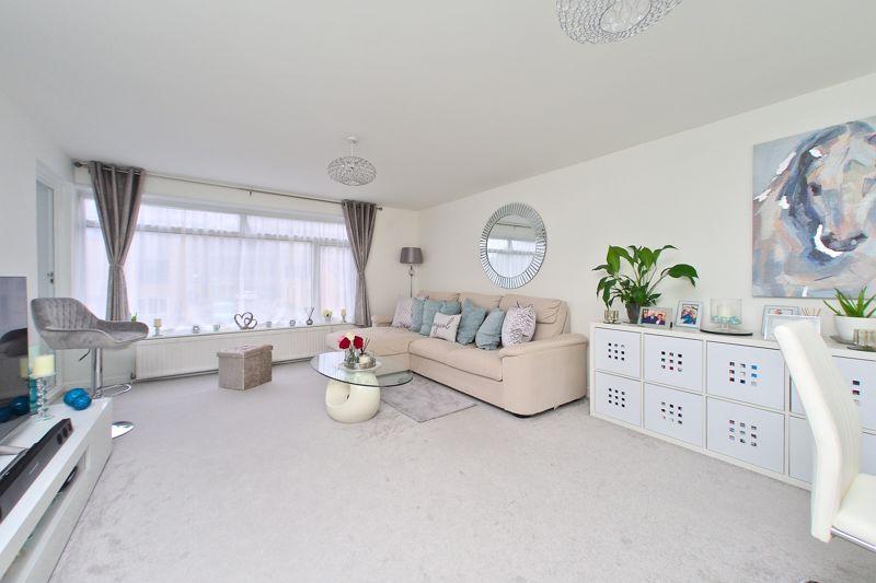 2 bed flat for sale in Albert Road, Bognor Regis 0
