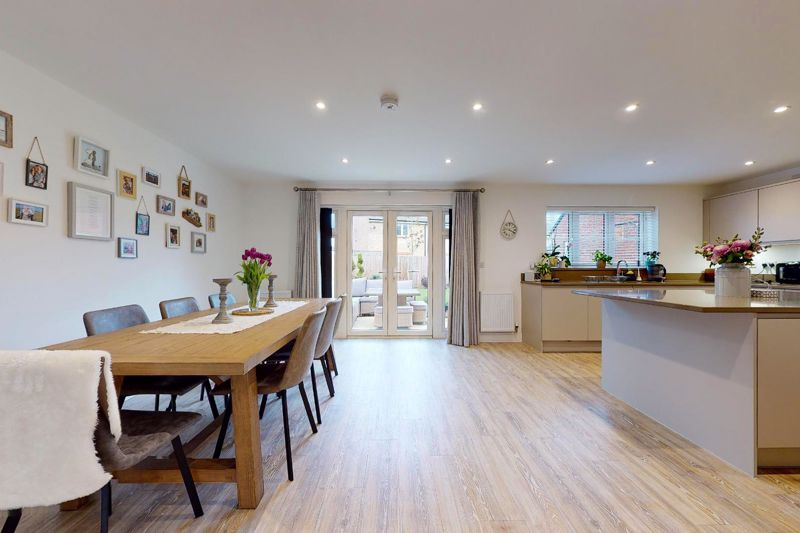 5 bed house for sale in Bankside, Chichester  - Property Image 4