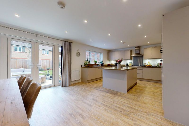 5 bed house for sale in Bankside, Chichester  - Property Image 2