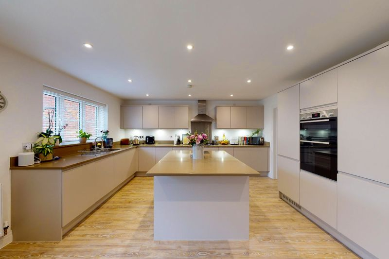 5 bed house for sale in Bankside, Chichester  - Property Image 3