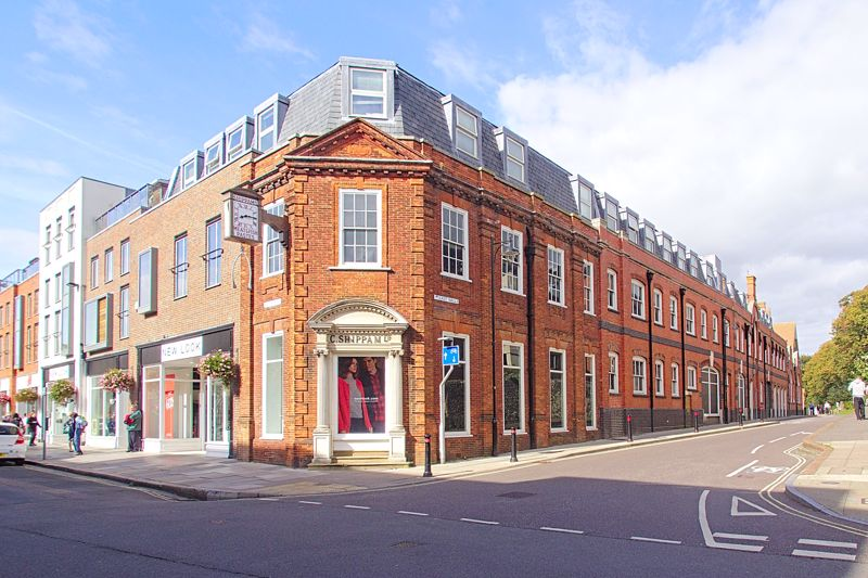 A unique opportunity to purchase this City Centre top floor one bedroom apartment, situated in the highly sought after East Walls location. The property briefly comprises of a double bedroom, lounge/kitchen/dining area and modern family bathroom with private south facing balcony. Further benefits include double glazing, gas central heating and video entrance system. There is also an outstanding communal roof terrace with partial views over the Cathedral. The surrounding countryside provides stunning walks to the harbour and the Salterns Way cycle path is nearby which provides links from West Wittering to Chichester via Itchenor and the Marina. The popular and beautiful beaches of West Wittering are approximately six miles away. The historic Chichester city centre is under a mile away, with a range of independent and high street names along with a comprehensive range of entertainment, including a multi-screen cinema, sports centres with swimming pools and a selection of restaurants, public houses, wine bars and bistros. In addition, there is the recently extended award-winning Pallant House Gallery and the world renowned Festival Theatre. An early viewing is highly recommended to appreciate the location and accommodation that this property has to offer.