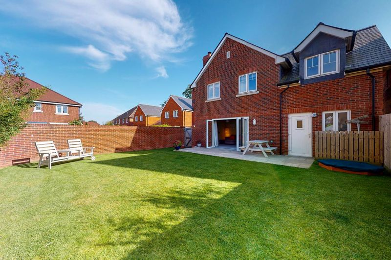 4 bed house for sale in Blossom Way, Bognor Regis 1