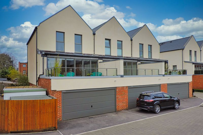 3 bed house for sale in Longley Road, Chichester  - Property Image 4