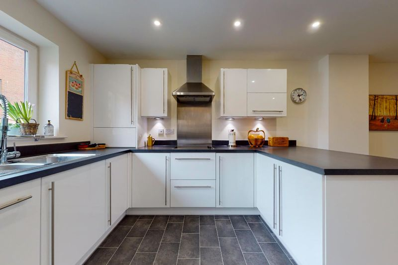 3 bed house for sale in Longley Road, Chichester  - Property Image 5