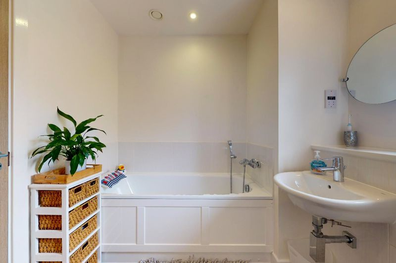 3 bed house for sale in Longley Road, Chichester  - Property Image 11