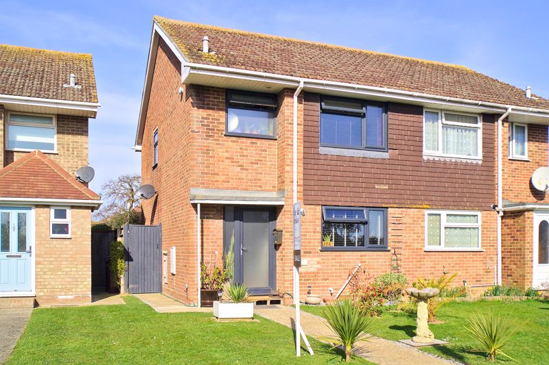 3 bed house for sale in Gainsborough Drive, Chichester - Property Image 1