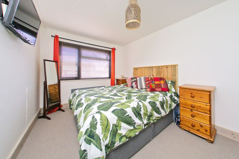 3 bed house for sale in Gainsborough Drive, Chichester  - Property Image 4