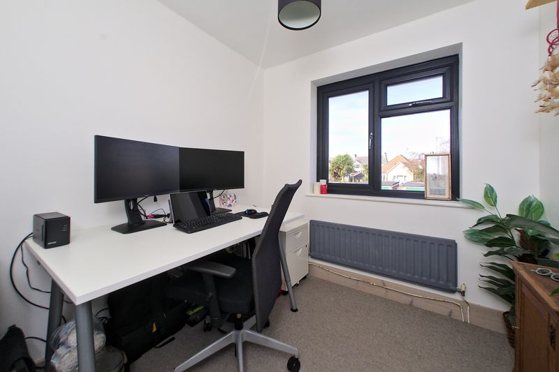 3 bed house for sale in Gainsborough Drive, Chichester  - Property Image 5