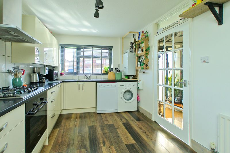 3 bed house for sale in Gainsborough Drive, Chichester  - Property Image 3