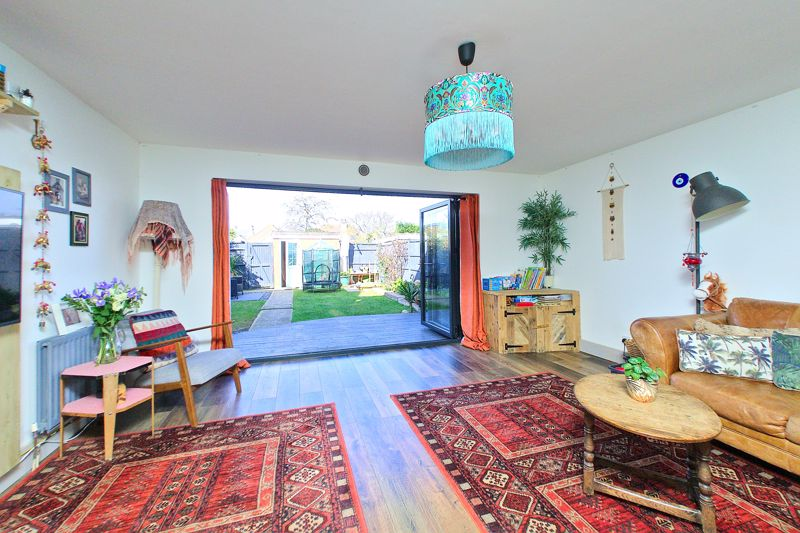 3 bed house for sale in Gainsborough Drive, Chichester  - Property Image 2