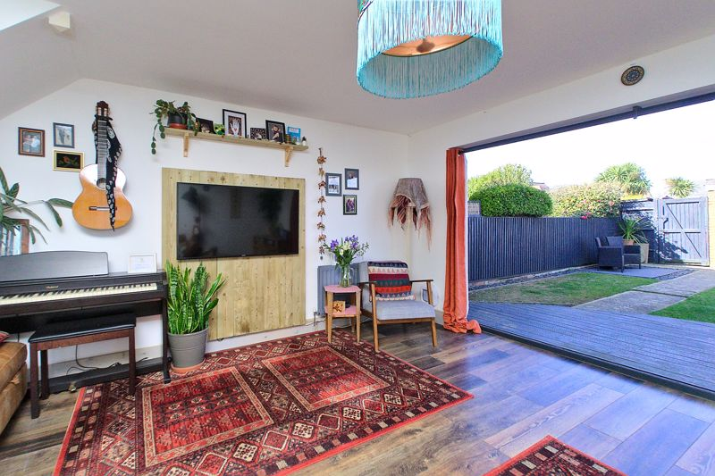 3 bed house for sale in Gainsborough Drive, Chichester  - Property Image 8