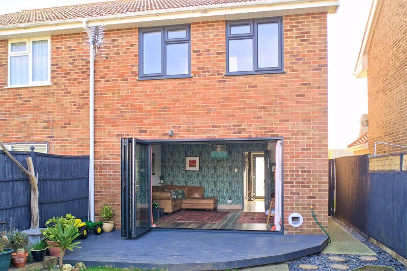 3 bed house for sale in Gainsborough Drive, Chichester  - Property Image 12