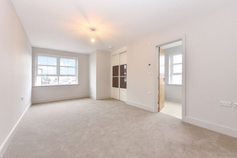 2 bed flat for sale in Stocks Lane, Chichester  - Property Image 5