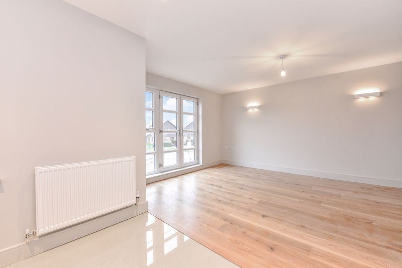 2 bed flat for sale in Stocks Lane, Chichester  - Property Image 4