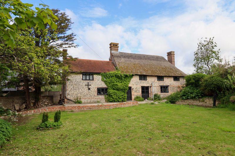 5 bed cottage for sale in Hoe Lane, Bognor Regis  - Property Image 1