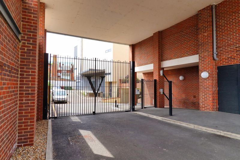 2 bed for sale in The Woolstaplers, Chichester  - Property Image 19