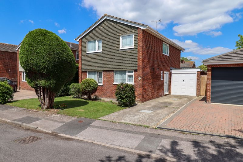 <br/><br/>Spacious detached house, situated in a cul-de-sac location in this popular area of Felpham within close proximity of the Health Centre, schools, bus routes and local shops. <br/><br/>The accommodation briefly comprises to the ground floor, Entrance Hall, Cloakroom, Living Room, Kitchen and second Reception Room. To the first floor are four good sized Bedrooms and a family Bathroom.>br /> <br/><br/>The property further benefits from an enclosed well maintained rear garden, double glazing throughout, garage and driveway providing off road parking. An internal viewing is essential to appreciate the location and accommodation on offer.