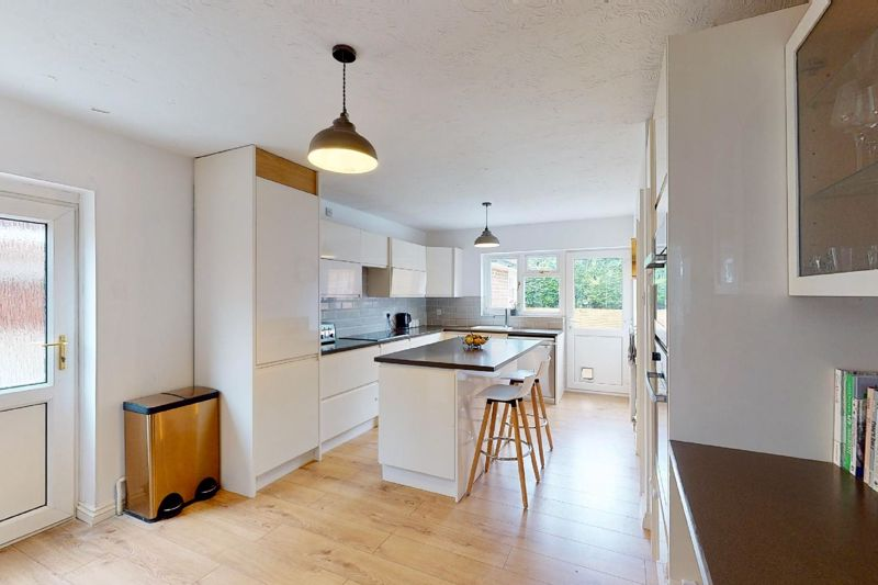 4 bed house for sale in Selsey Road, Chichester 12