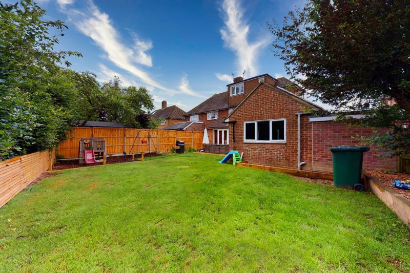 4 bed house for sale in Selsey Road, Chichester 1