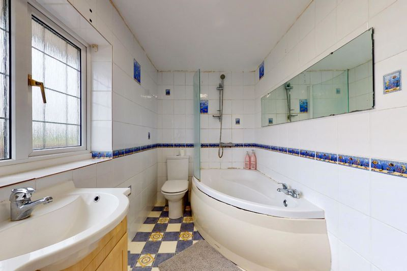 4 bed house for sale in Selsey Road, Chichester 8