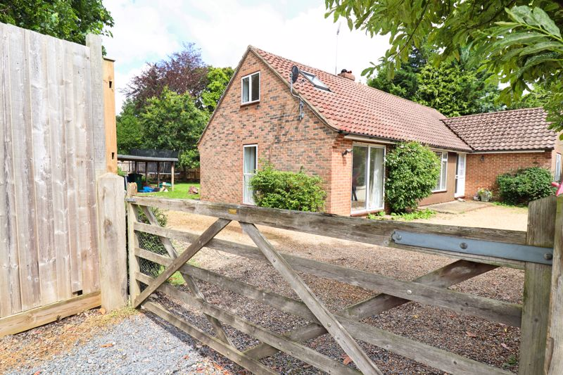 3 bed bungalow for sale in West Broyle Drive, Chichester - Property Image 1