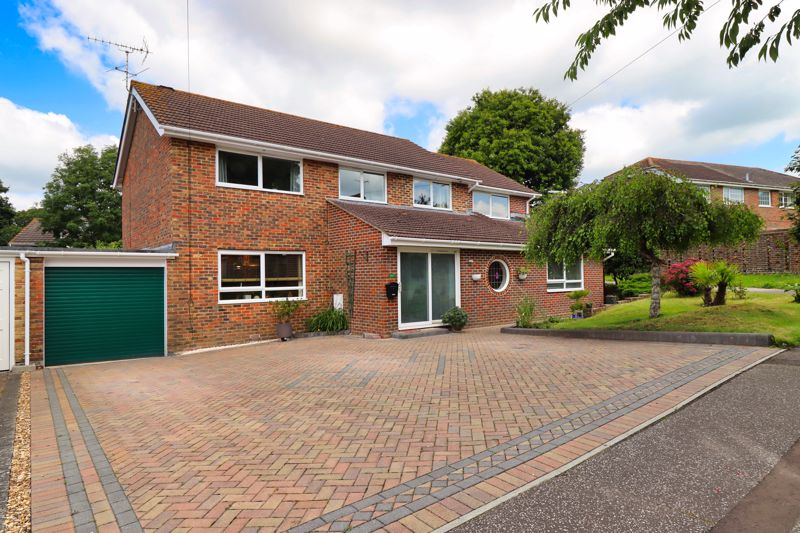 5 bed house for sale in Guildford Place, Chichester - Property Image 1