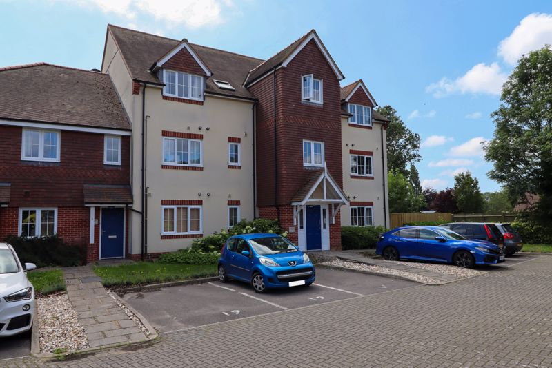 2 bed flat for sale in Tilemakers Close, Chichester  - Property Image 1