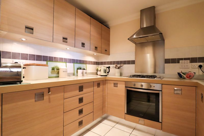 2 bed flat for sale in Tilemakers Close, Chichester  - Property Image 11
