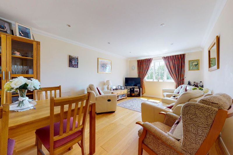 2 bed flat for sale in Tilemakers Close, Chichester  - Property Image 4
