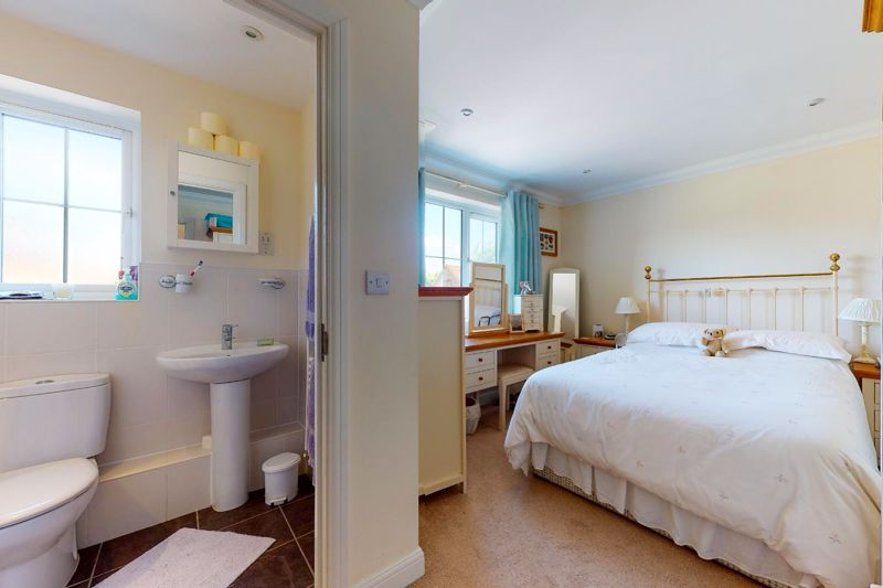 2 bed flat for sale in Tilemakers Close, Chichester  - Property Image 6