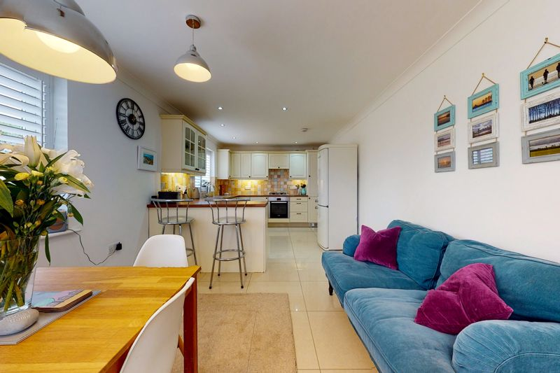 5 bed house for sale in Main Road, Chichester  - Property Image 3