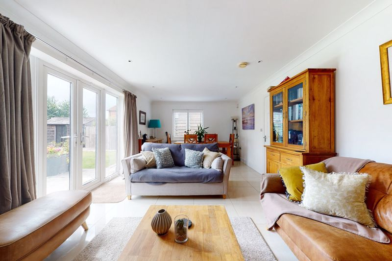 5 bed house for sale in Main Road, Chichester 3