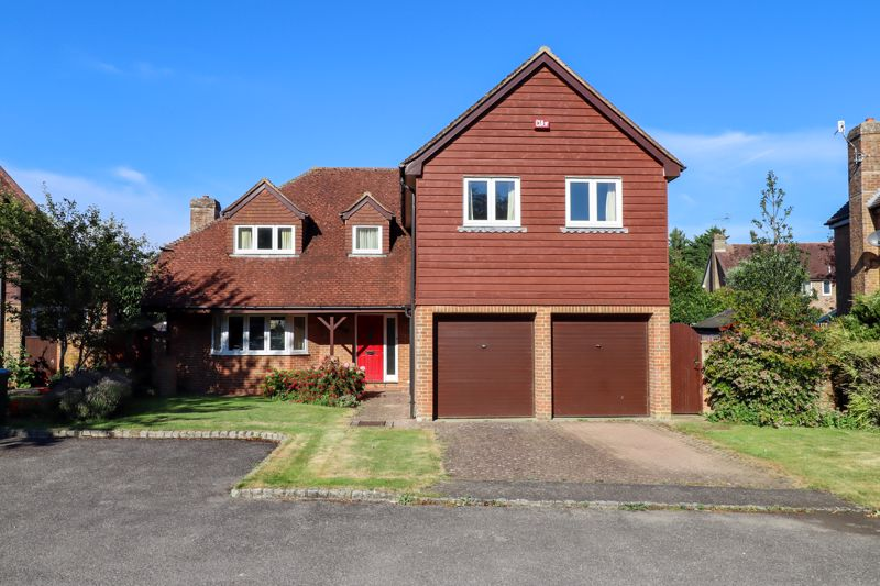 4 bed house for sale in St. Marys Meadow, Arundel - Property Image 1