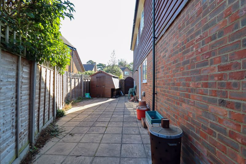 4 bed house for sale in St. Marys Meadow, Arundel  - Property Image 15