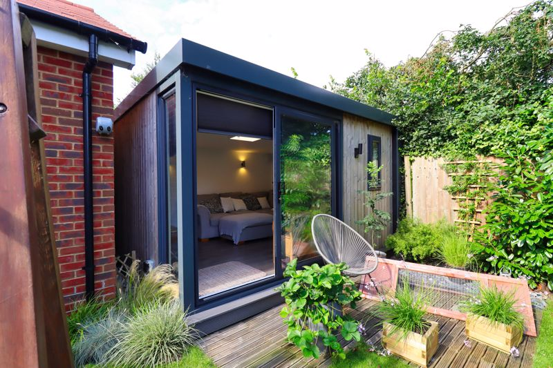 4 bed house for sale in Vesta Mews, Chichester 1