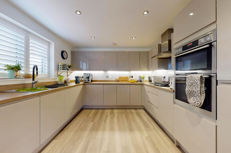 4 bed house for sale in Vesta Mews, Chichester  - Property Image 4